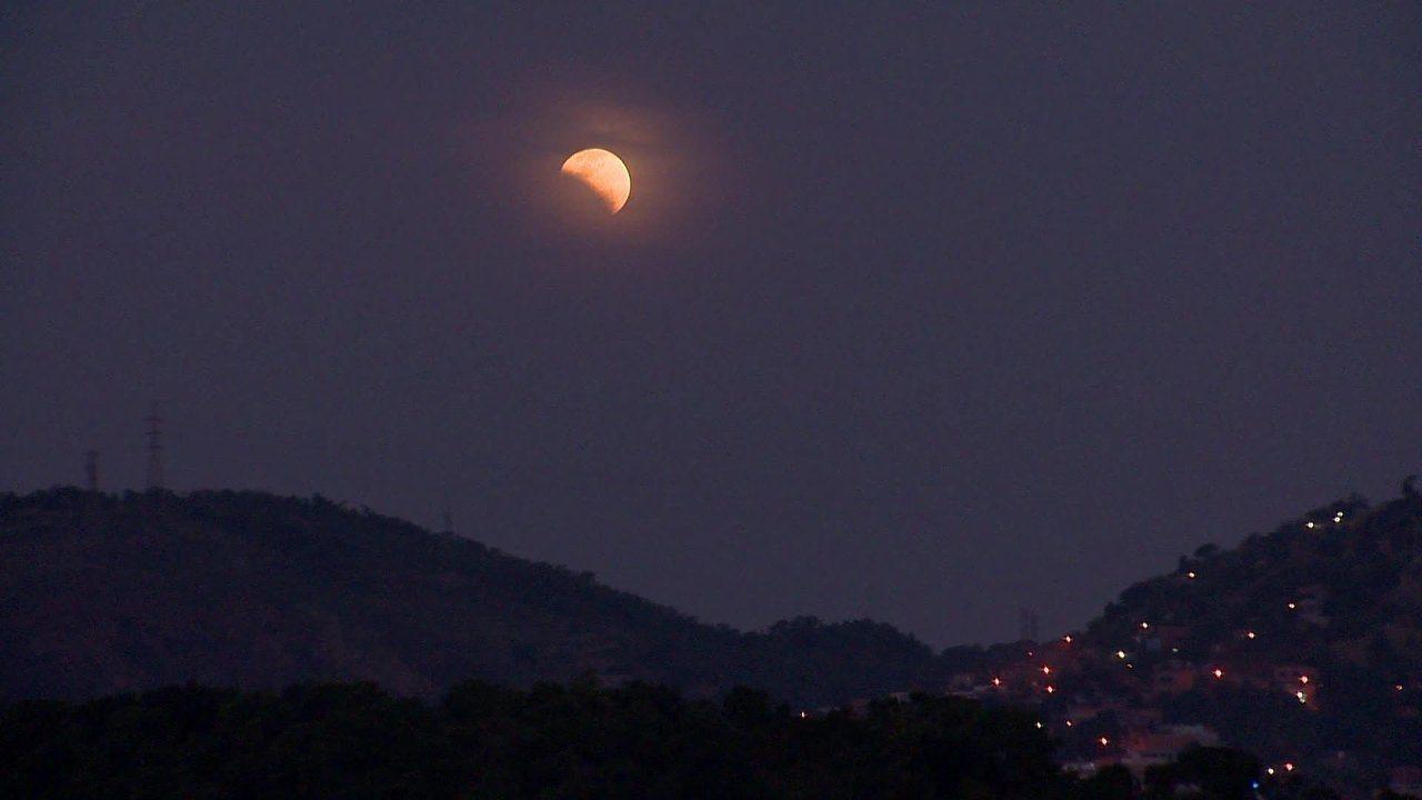 Eclipse parcial da Lua é visto no ES; veja vídeo