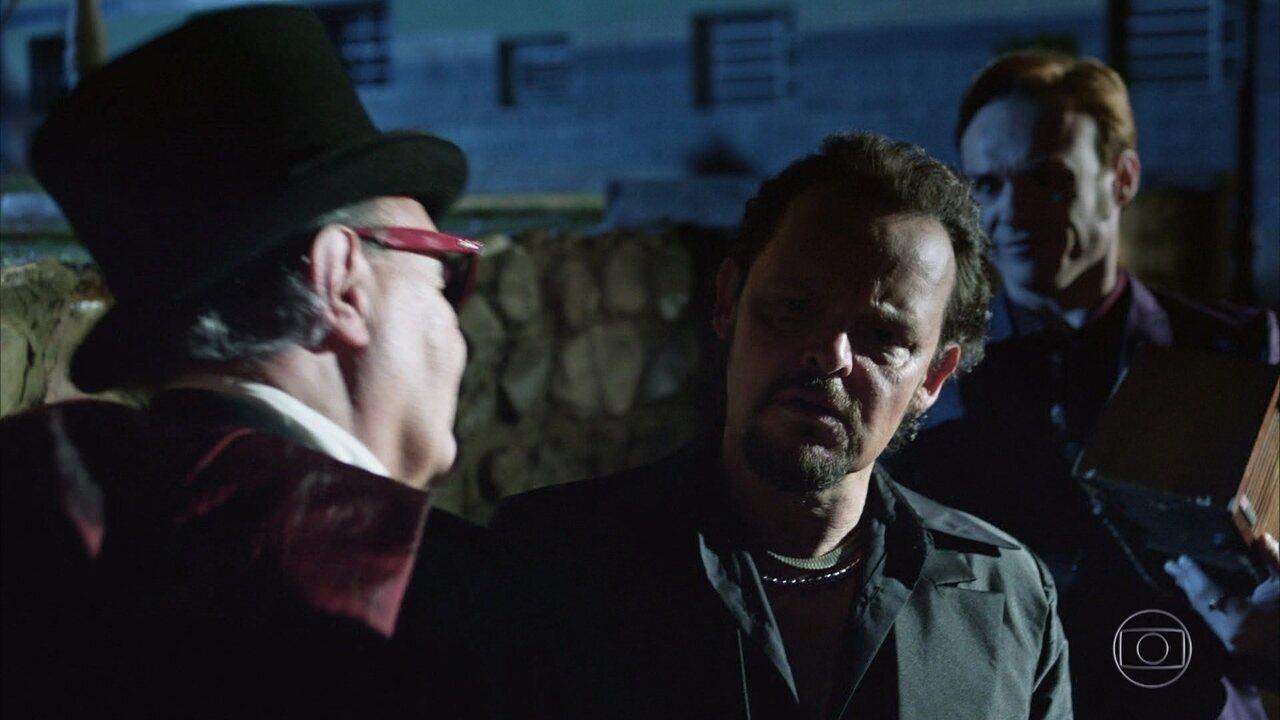 Cond Vlad transforma Olegário em vampiro