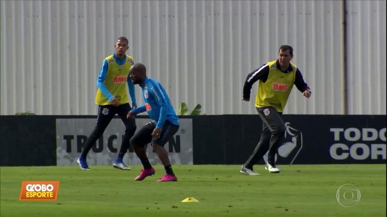 Timão se prepara para pegar o Flamengo, e Carille treina na zaga