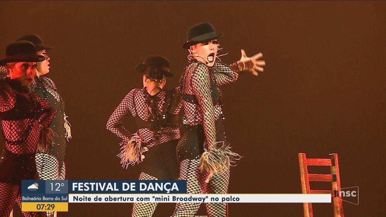 """Espetáculo """"O Musical dos Musicais"""" faz a abertura do Festival de Dança de Joinville"""