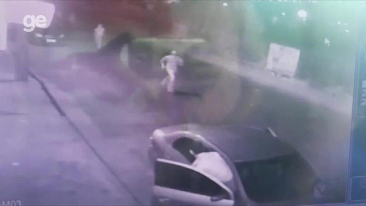 Câmeras de segurança mostram suspeitos de agressão fugindo do local