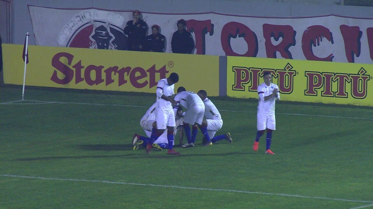 Gol do Paraná! João Pedro cobra escanteio, a bola é desviada por Sciola e Fernando Neto aproveita