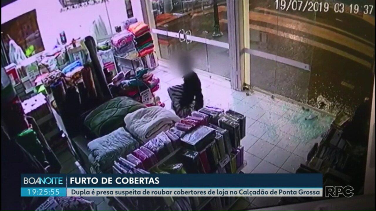Dupla é presa suspeita de roubar cobertores de loja no Calçadão de Ponta Grossa