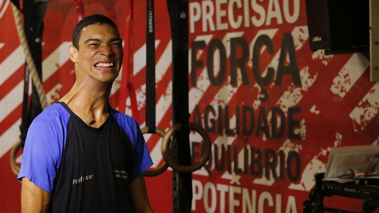 Professor com paralisia cerebral dá aulas em academia no Rio de Janeiro