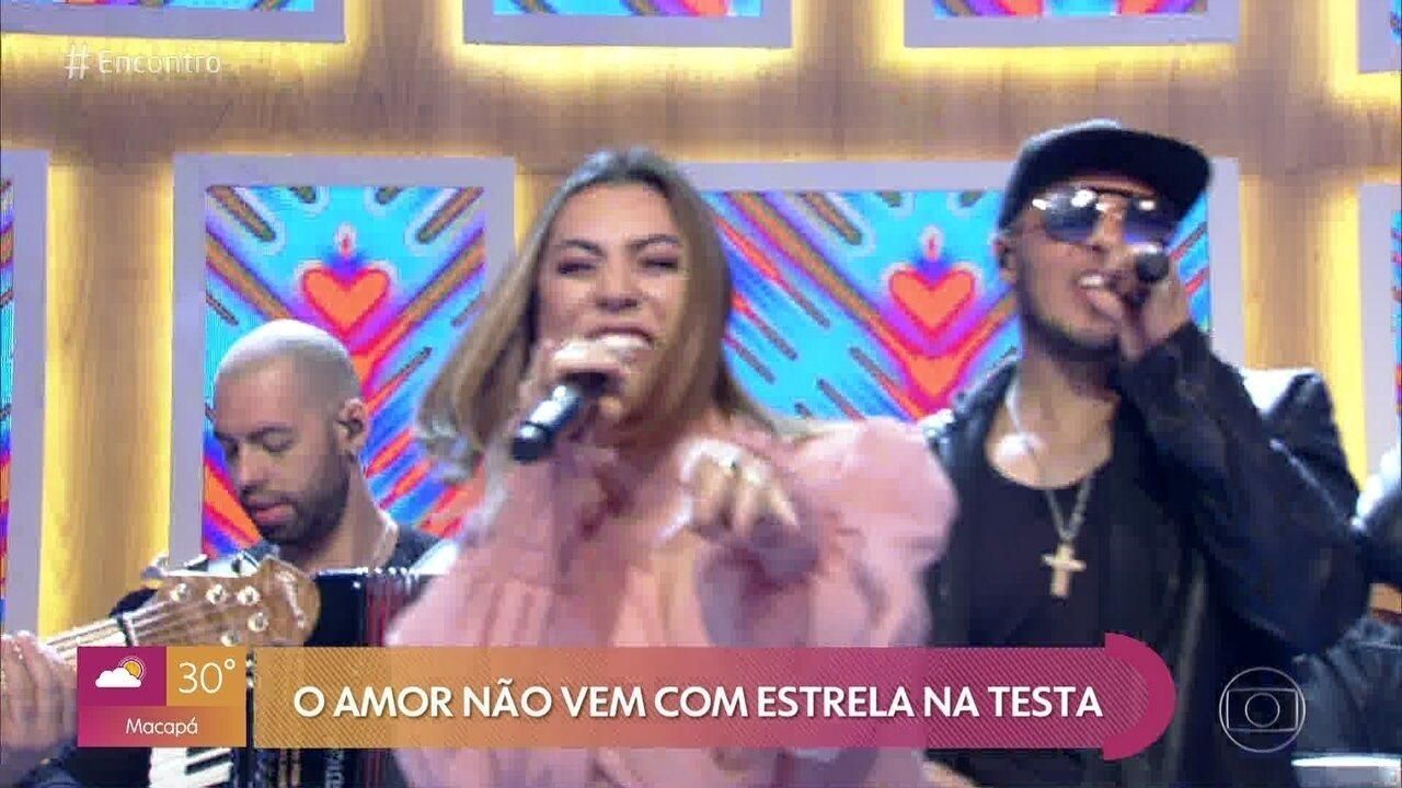 Naiara Azevedo canta 'Avisa que Eu Cheguei'
