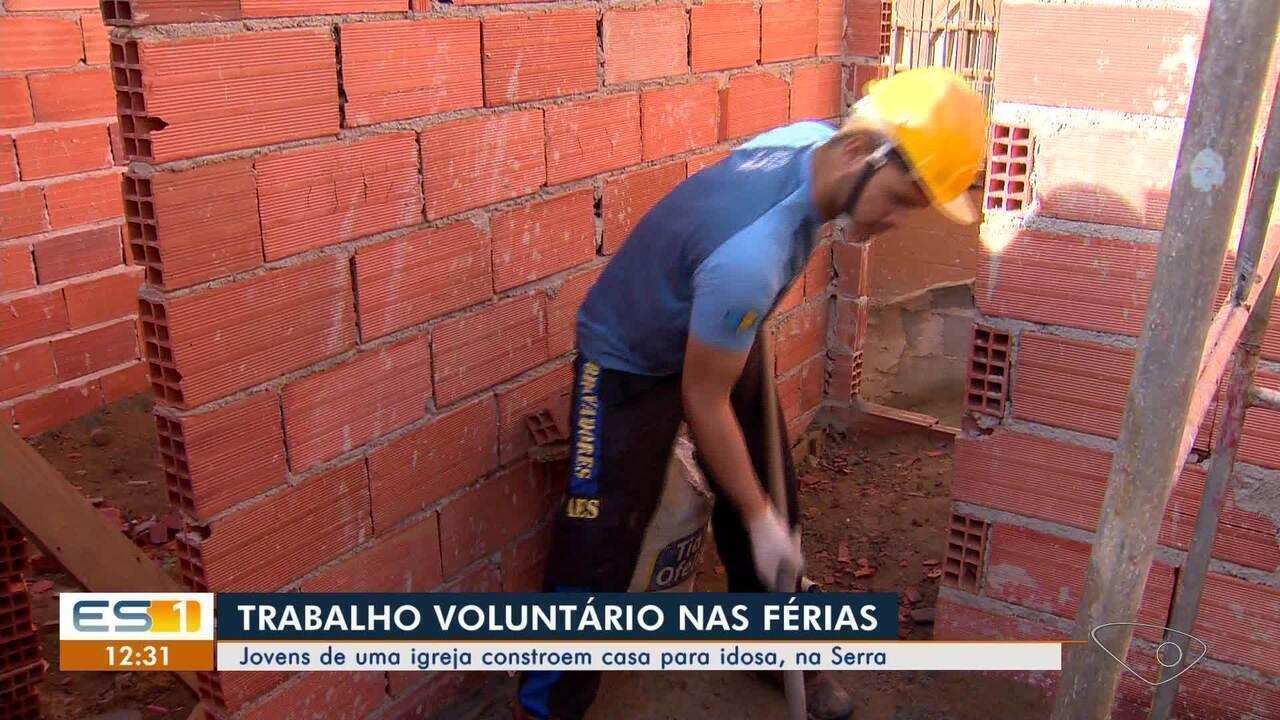 Jovens voluntários se unem e constroem casa para idosa na Serra, ES