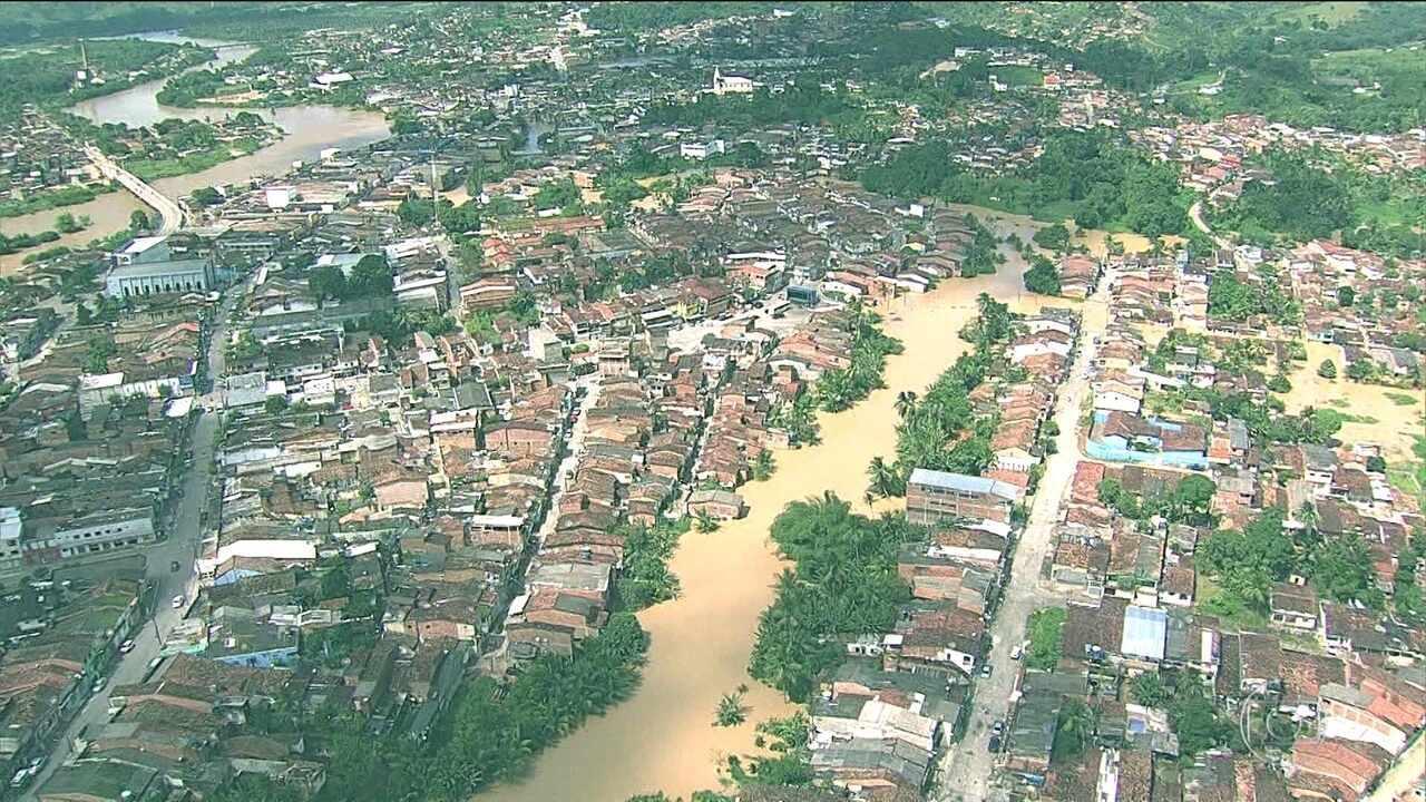 Duas mil pessoas estão desalojadas por causa da chuva em Barreiros, PE