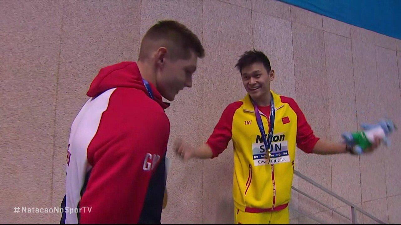"""Após receber medalha, Sun Yang provoca Duncan Scott: """"você perdeu"""""""