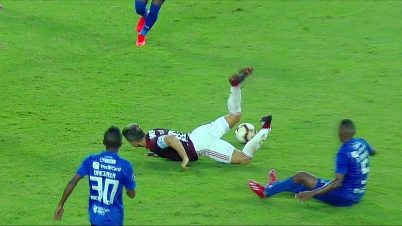 Veja a imagem chocante do momento da lesão de Diego contra o Emelec