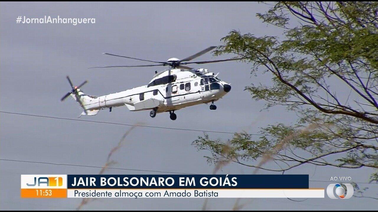 Bolsonaro visita fazenda de cantor Amado Batista, em Goianápolis