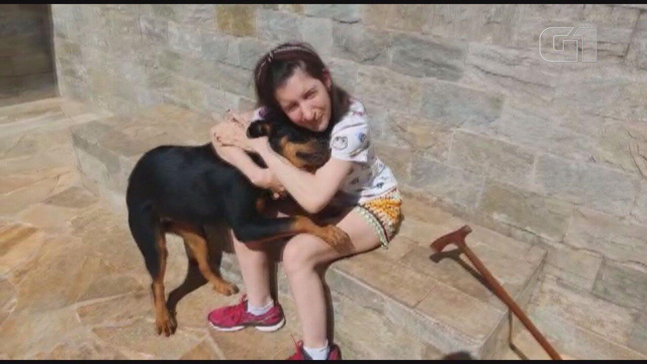 Cadela é encontrada 20 dias após ser levada em carro roubado em Jaboticabal, SP