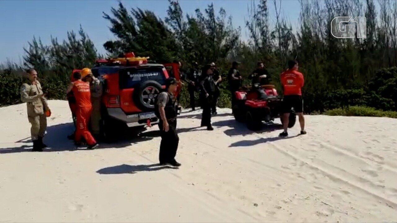 Polícia faz busca em área do RJ onde vigia disse que colegas sequestrados foram enterrados