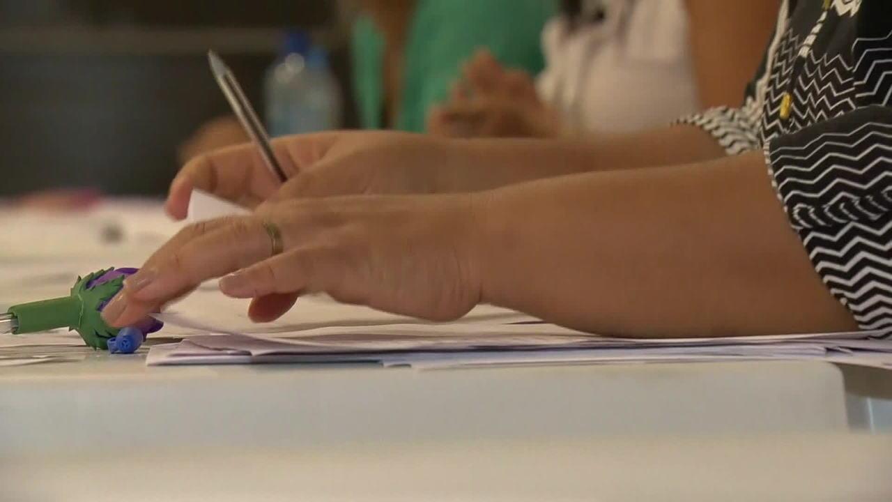 Resultado de imagem para Desemprego cai para 12% em junho; trabalho com carteira assinada tem 1ª alta expressiva em cinco anos