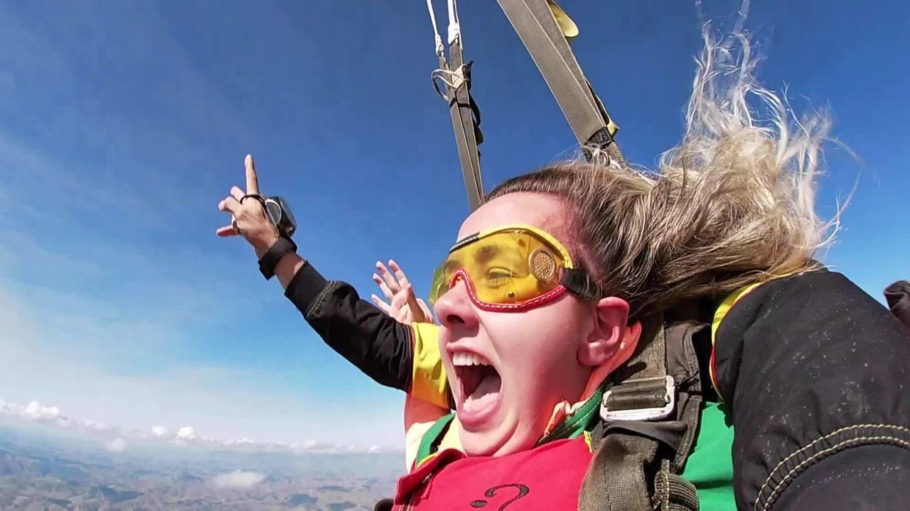 Saiba o que acontece com o cérebro de quem pula de paraquedas pela primeira vez
