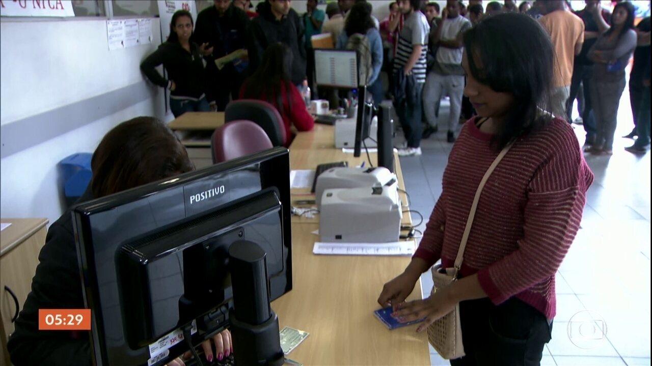 Taxa de desemprego cai para 12%, mas quase 13 milhões de brasileiros buscam uma vaga
