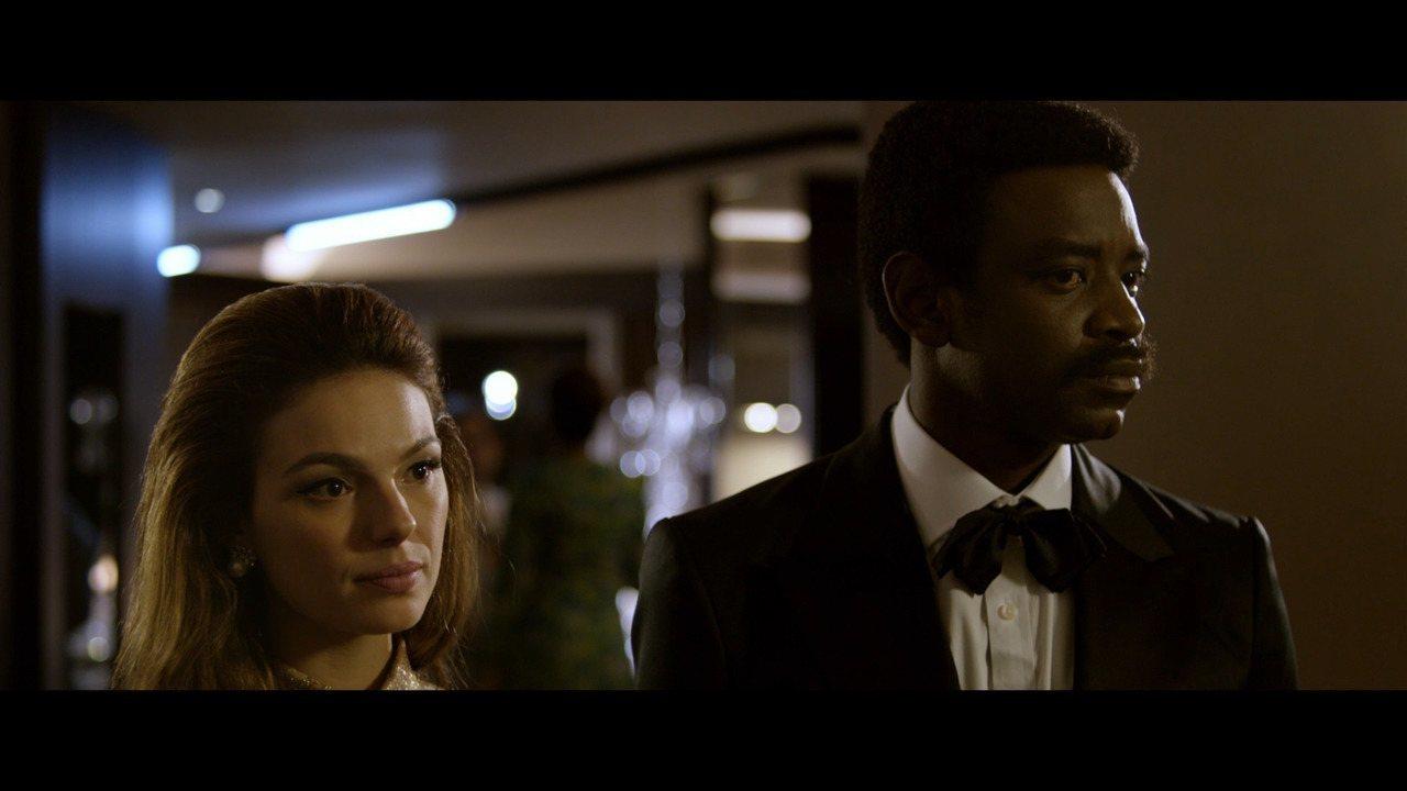 Cena exclusiva do filme 'Simonal', estrelado por Isis Valverde e Fabrício Boliveira
