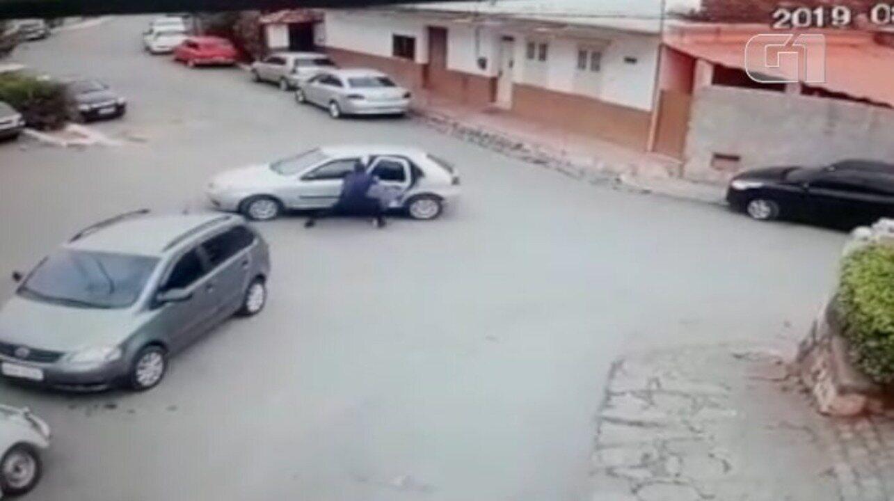 Idosa e criança em carro desgovernado são salvas por guarda municipal em Areal