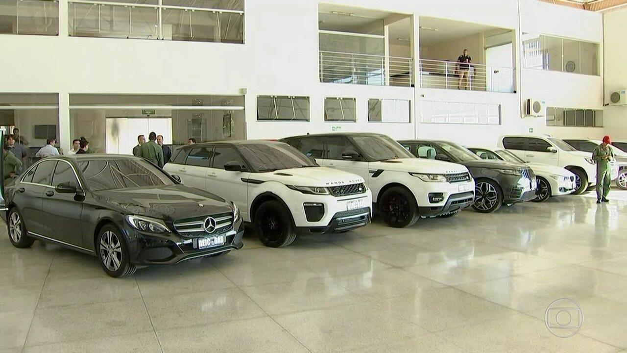 Polícia de Goiás prende quadrilha que ostentava patrimônio em carros e aviões