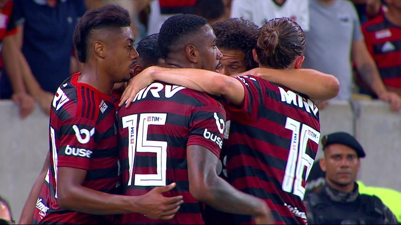 Gol do Flamengo! Arão recebe de Arrascaeta e abre o placar, aos 28' do 1º tempo