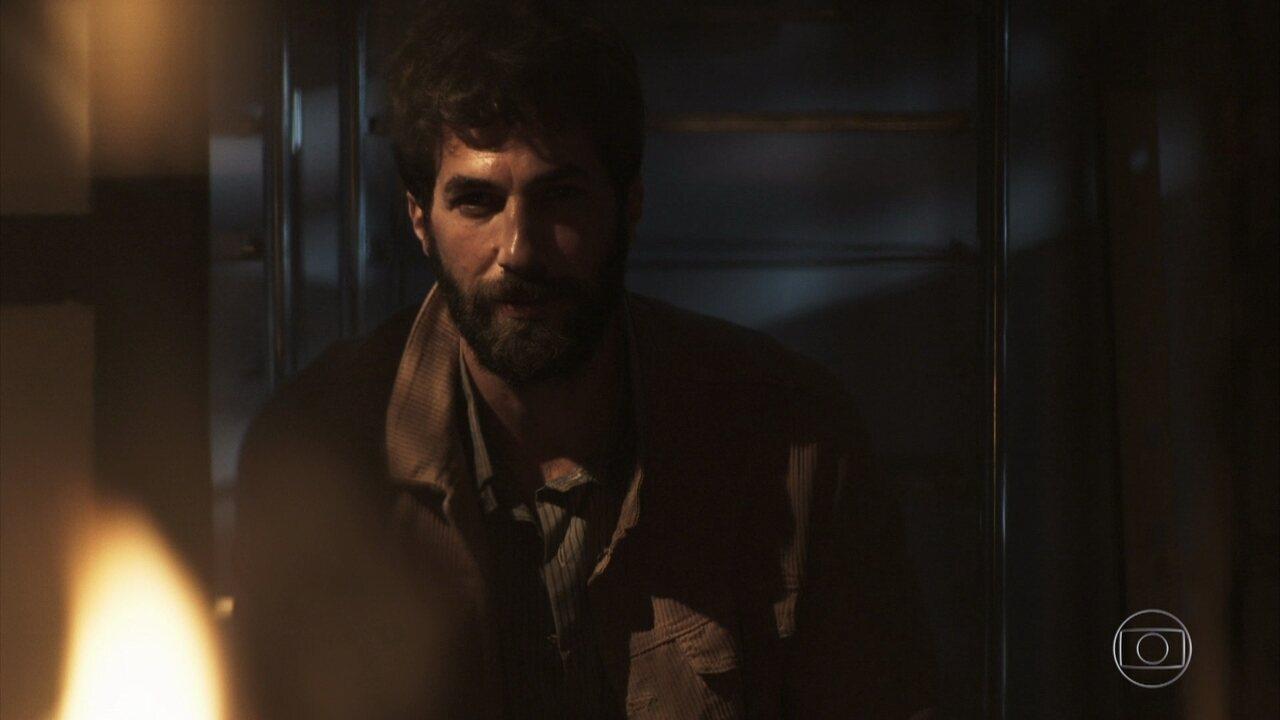 Rael ateia fogo no depósito da fábrica de Maria da Paz a mando de Jô