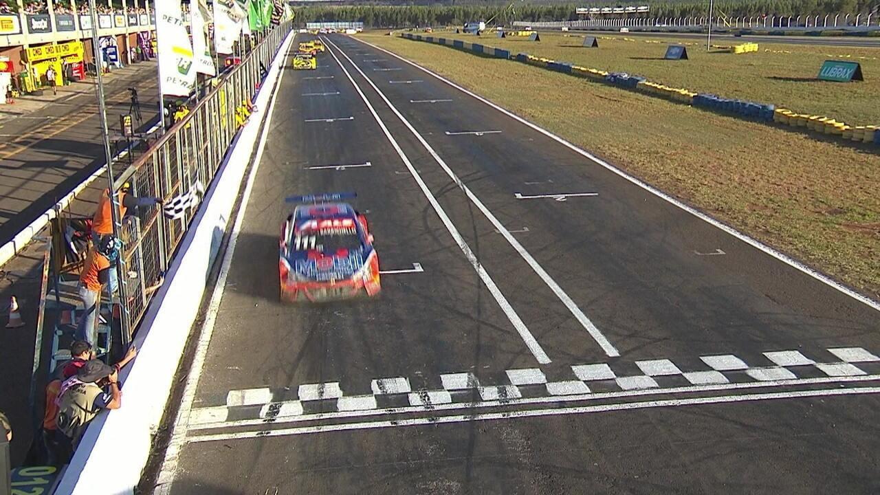 Rubens Barrichello vence a segunda corrida da Stock Car em Campo Grande