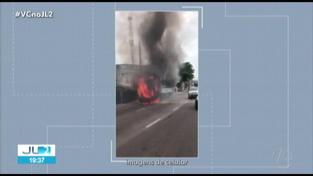 Ônibus pega fogo ne av. Pedro Álvares Cabral, em Belém