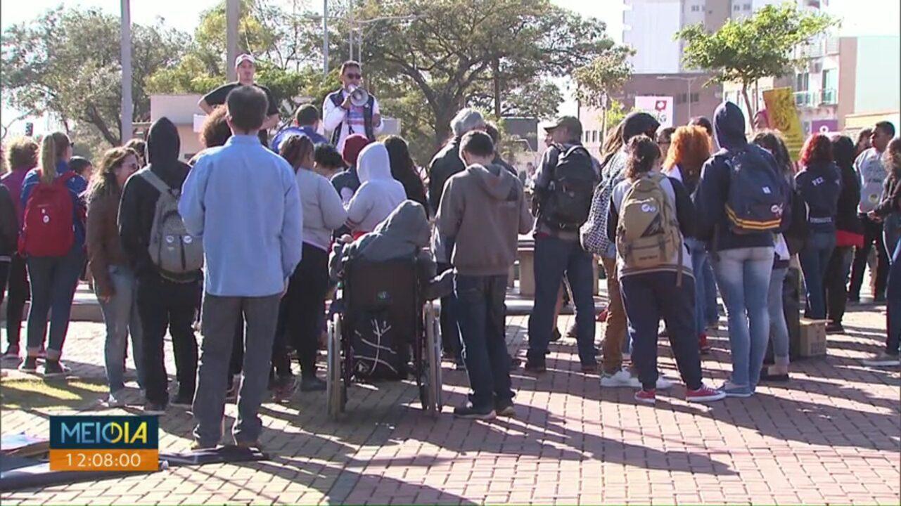Estudantes fazem protesto no Centro de Cascavel