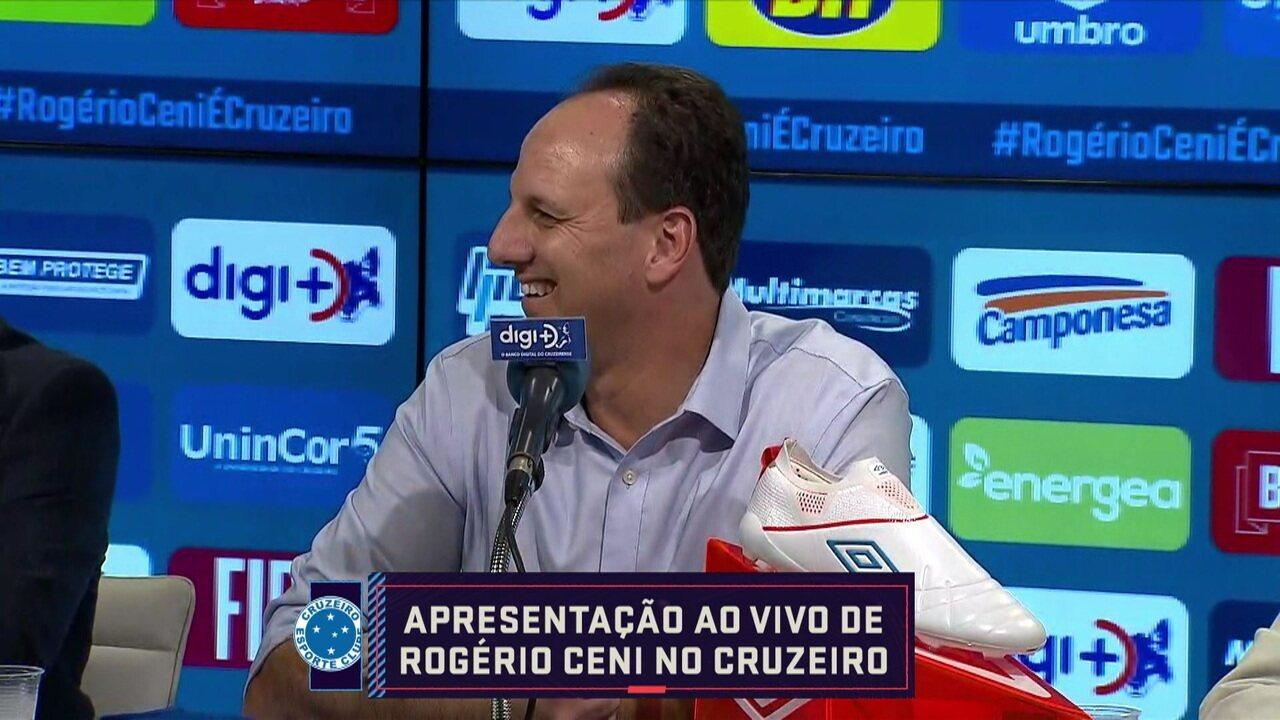 """Rogério Ceni é apresentado no Cruzeiro, que elogia: """"A camisa é lindíssima e o clube também"""""""
