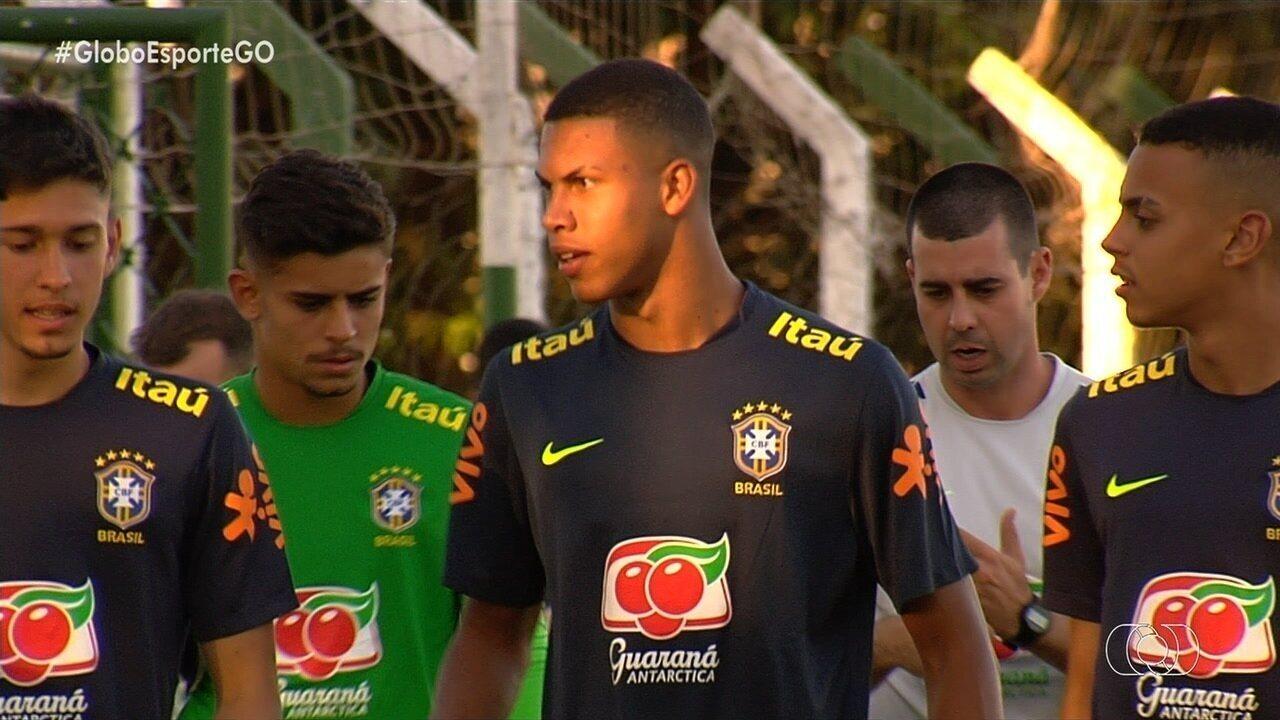 Seleção brasileira sub-17 treina em Goiânia com zagueiro natural de Anápolis