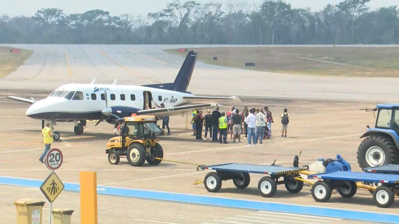 Corpo de adolescente que morreu em acidente chega ao aeroporto de Rio Branco