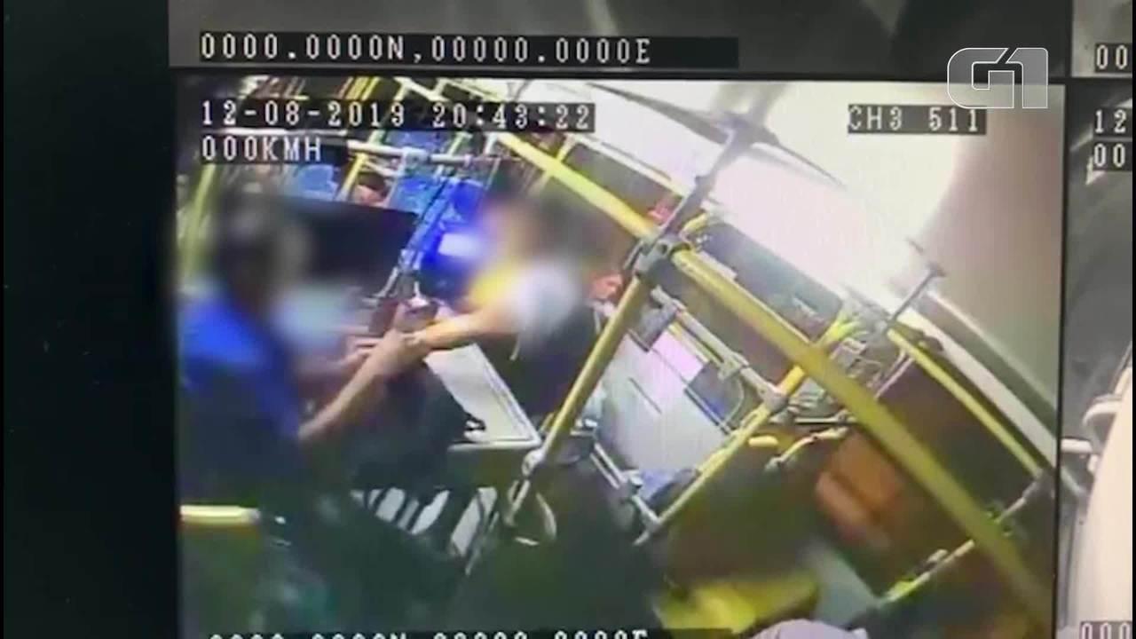 Quatro suspeitos armados assaltam passageiros em ônibus em Maracanaú