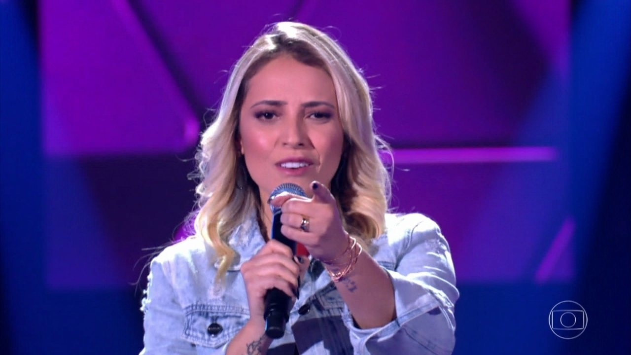 """Adrya Almeida canta """"Os Outros"""""""