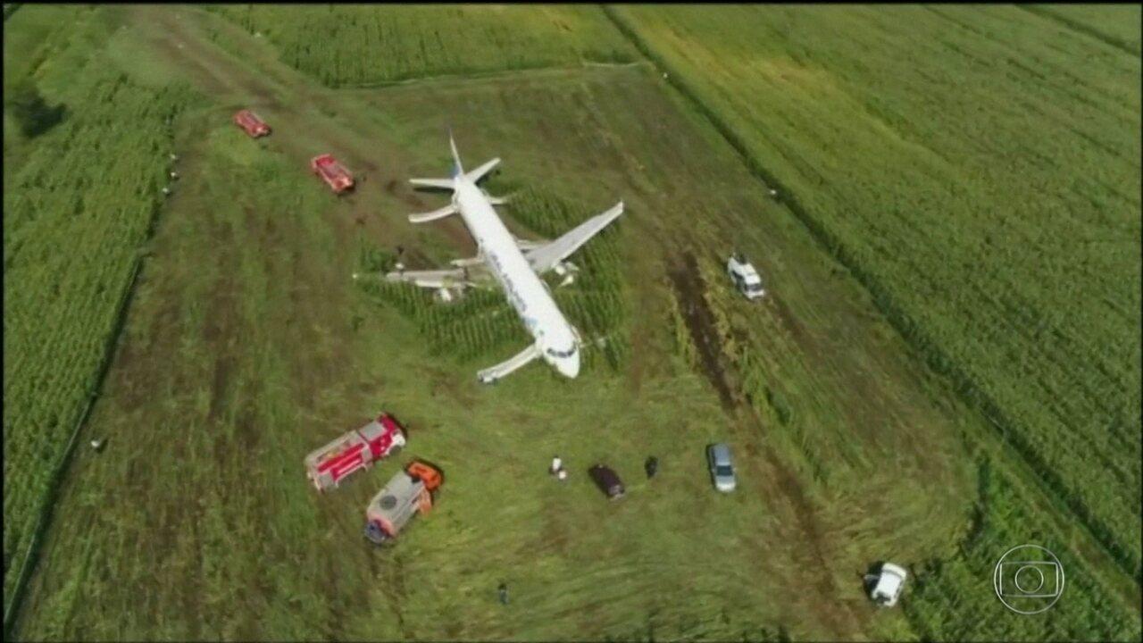 Avião atingido por gaivotas faz pouso de emergência, na Rússia