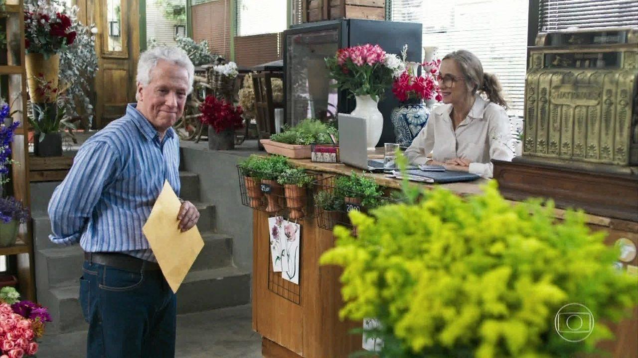 Geraldo afirma a Eva que comprou sua floricultura