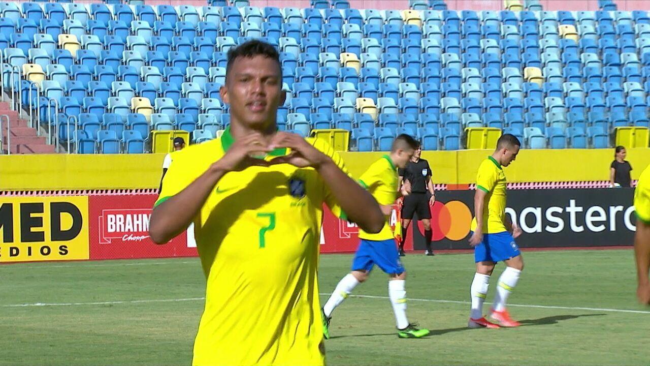 Gol do Brasil! Em contra-ataque, Marcos Leonardo toca para Veron, que completa, aos 33 do 2ºtempo