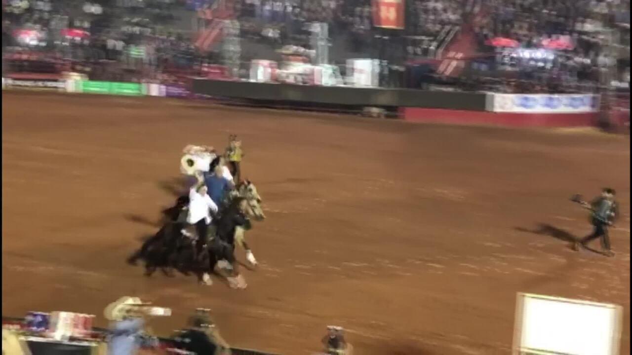 Bolsonaro cavalga na arena da Festa do Peão de Barretos 2019