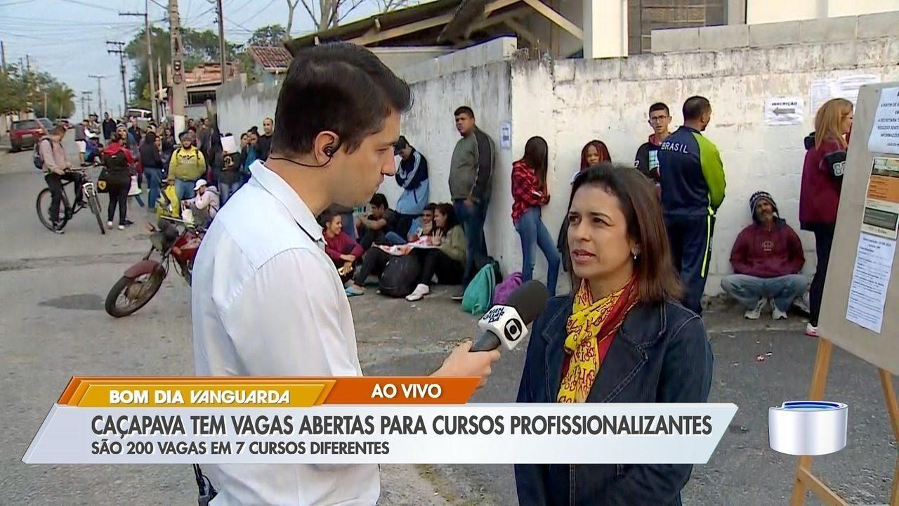 Moradores de Caçapava fazem fila por vagas em cursos profissionalizantes