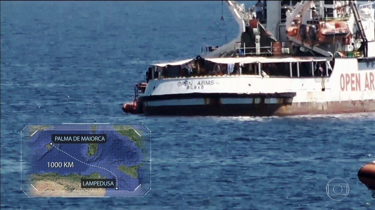 Navio com 107 migrantes recusa oferta de porto na Espanha e ainda aguarda ajuda da Itália