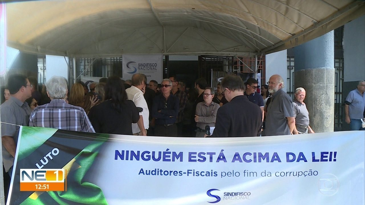 Auditores fiscais protestam no Recife contra influência de Bolsonaro na Receita Federal