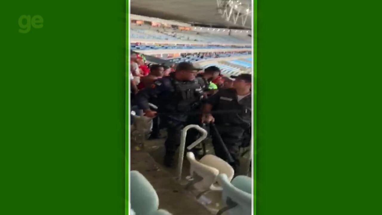 Torcida do Inter se envolve em confusão com a polícia no Maracanã