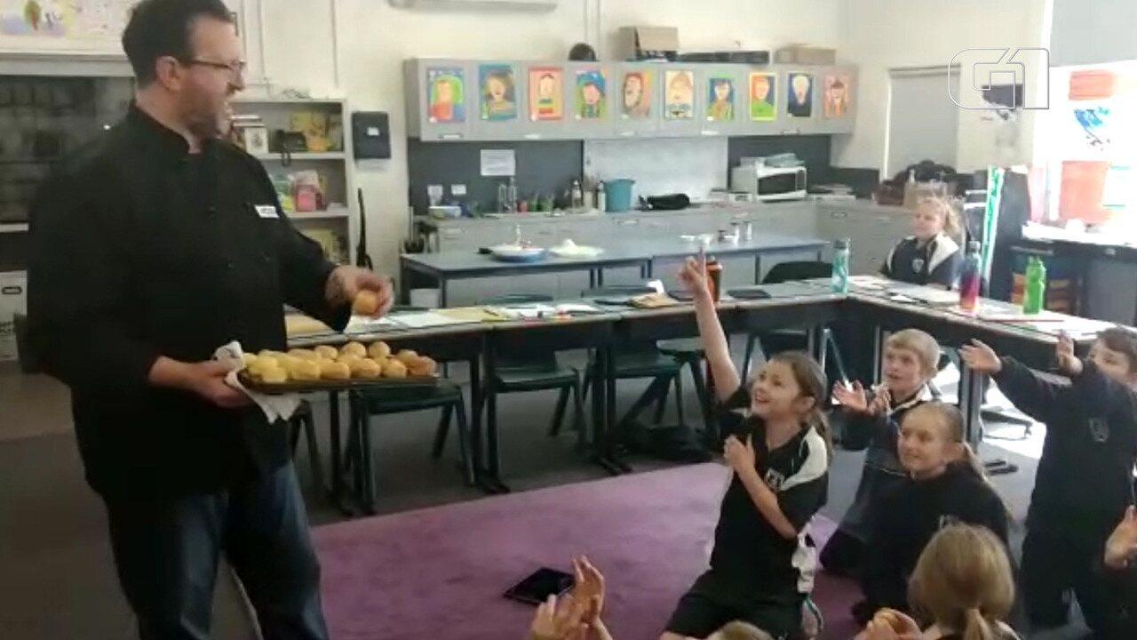 Pão de queijo faz sucesso em escola na Tasmânia