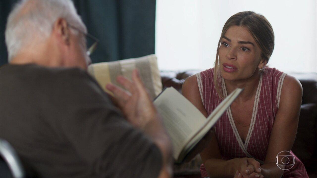 Alberto e Paloma leem um livro juntos