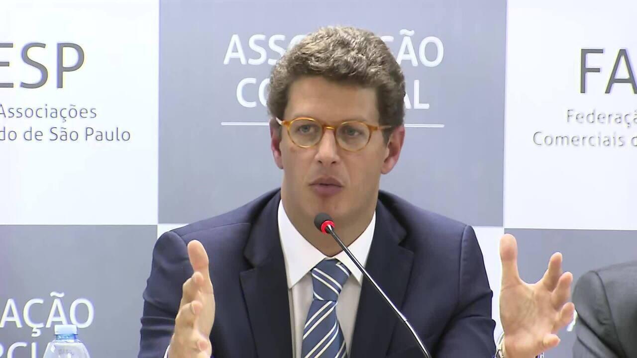 Ministro do Meio Ambiente diz que fiscalizar Amazônia 'não é como fiscalizar uma praça'