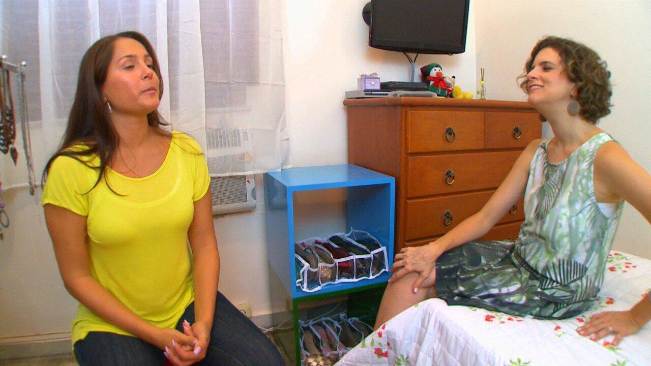 Quarto de Solteira - Camila e Gabriela são irmãs e dividem o mesmo quarto, mas Gabriela quer que Micaela crie um novo quarto para Camila e desperte na irmã o interesse por organização.