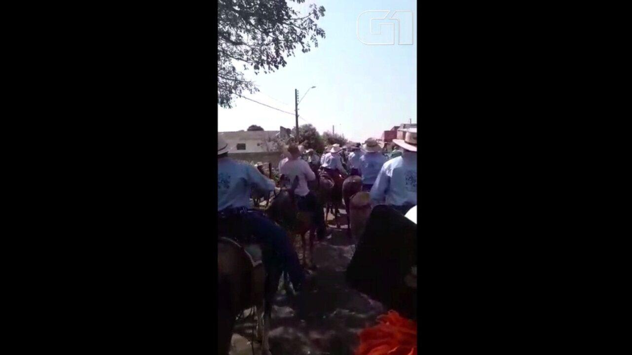 Prefeita de Doverlândia fica em estado grave após cair de mula durante evento na cidade