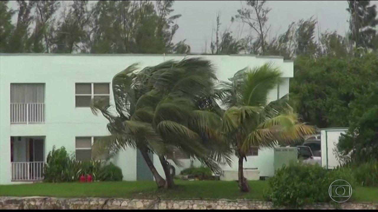 Furacão Dorian atinge as Bahamas com ventos de quase 300 km/h e deixa EUA em alerta