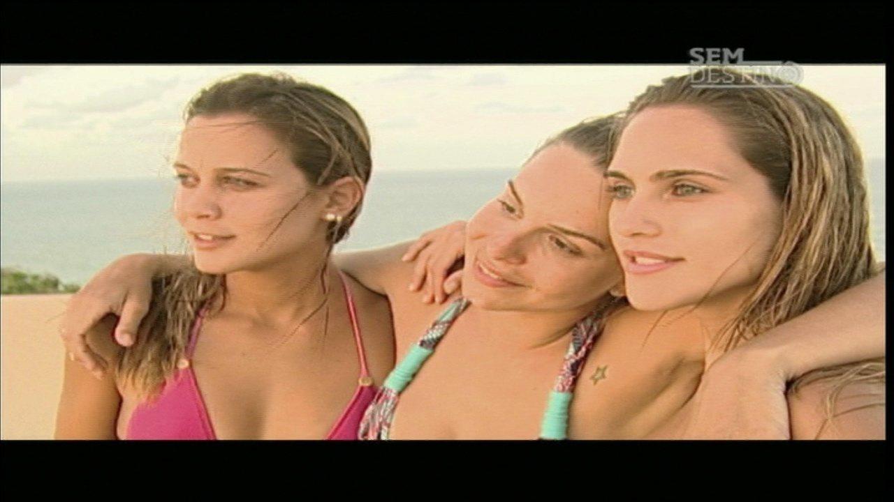 Nísia Floresta e Pipa - Wanda, Carol e Karol pedalam de Nísia Floresta até a balsa e seguem viagem para Pipa, onde aproveitam para surfar na Praia do Amor e fazer sandboard.