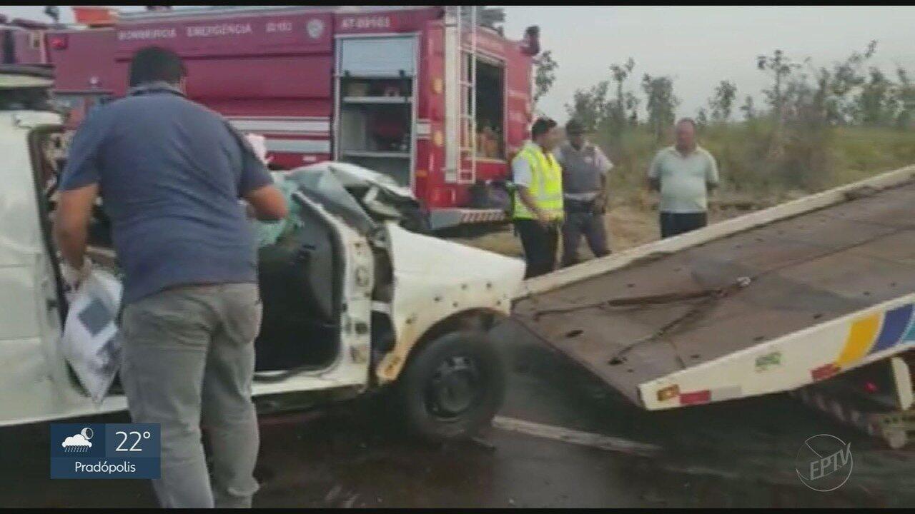 Motorista morre em colisão frontal entre picape e caminhão próximo a Altinópolis, SP
