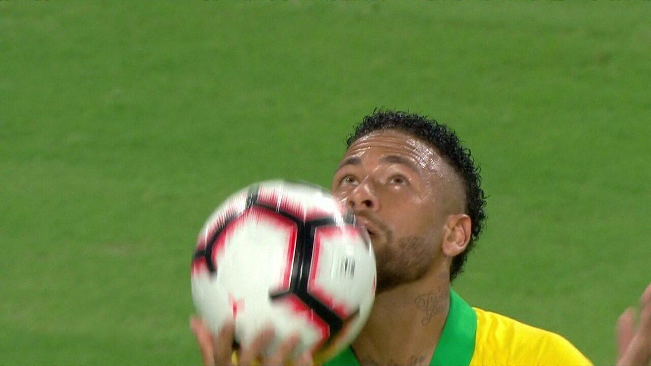 Gol do Brasil! Após lançamento com maestria, Dani Alves deixa Neymar sem goleiro para marcar, aos 13' do 2ºT