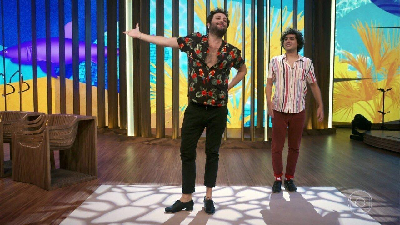 George Sauma e Pedroca Monteiro dão show de sapateado no palco do 'Conversa'